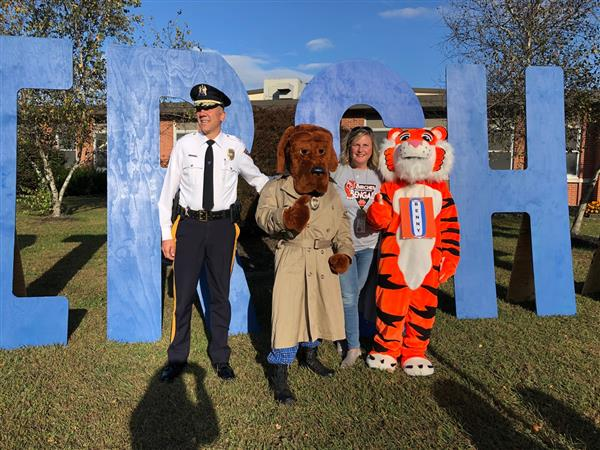 "WT Police Bring ""High-Five Friday"" to Birches Elementary"