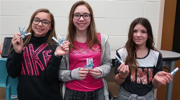 "CRMS Students To Distribute ""Poems in Your Pocket"""