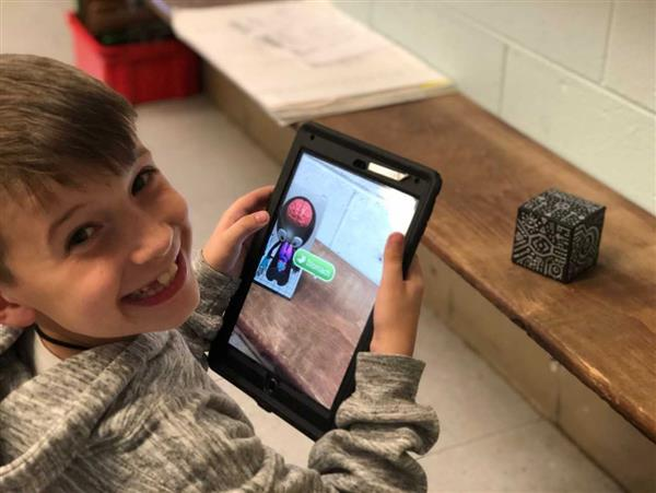 Merge Cubes Give Wedgwood Students Augmented Look at Solar System, Human Body