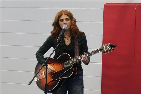 Wedgwood Elementary Welcomes Back American Idol Contestant Payton Taylor